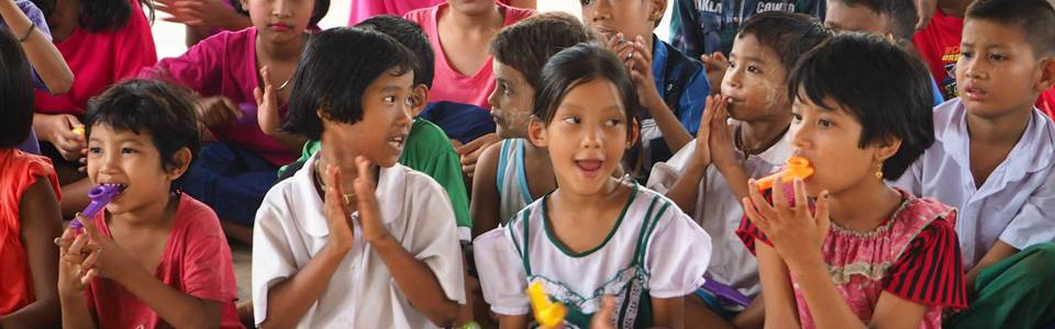 I Mina Skor. Visste du att en del av resans pris går till att stötta initiativ för att ge möjlighet till t.ex. skolgång och bättre skolmiljö? Din volontärresa gör skillnad på flera håll.
