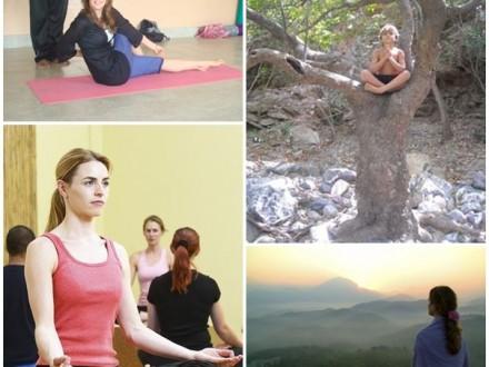 Volontärer mediterar och yoga i Goa Indien