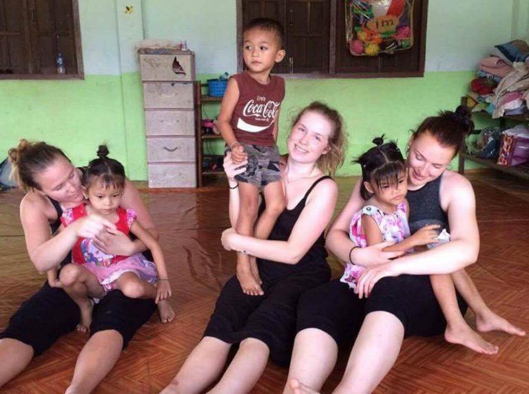 Martine och Andrea i Laos