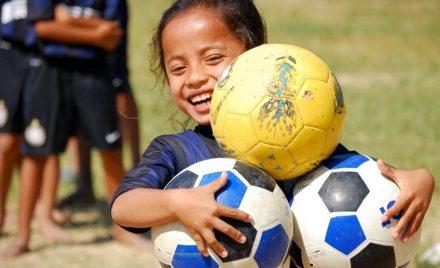 volontärresa-kambodja-fotboll