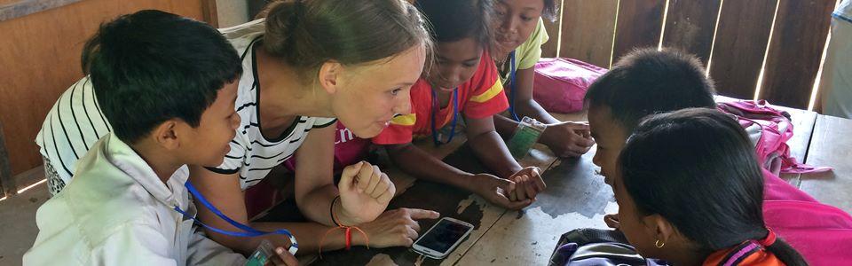 Volontärarbeta på en skola i Kambodja och stötta ungdomar och barn i deras skolgång.