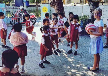 volontarresa-med-barn-bali
